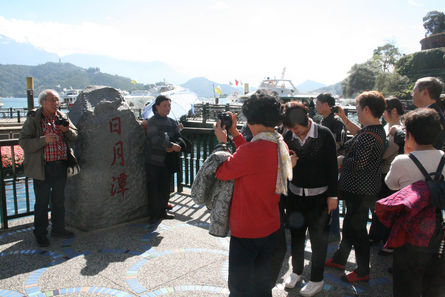 Taiwan may counter Beijing with e-card for Chinese visitors