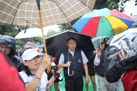 Ko apologizes for typhoon holiday
