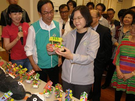 Tsai downplays KMT's defamation tactics