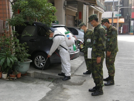 The staff is disinfecting the street to prevent dengue fever. (Source: CNA)