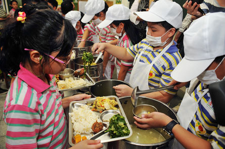 Legislature passes bill to ban GM foods in school lunches