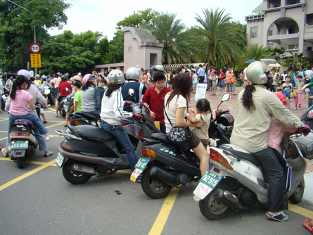 Taipei to ban 2-stroke scooters on public roads by 2019