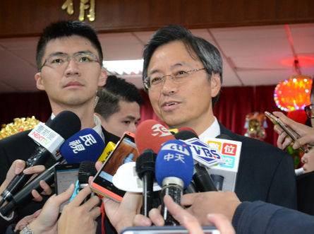 Premier leads officials for closed-door meeting with LY Speaker