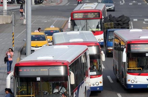 Taipei bus fare hike postponed until July