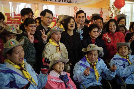 Tsai visits Yangming Home, vows reform in social welfare