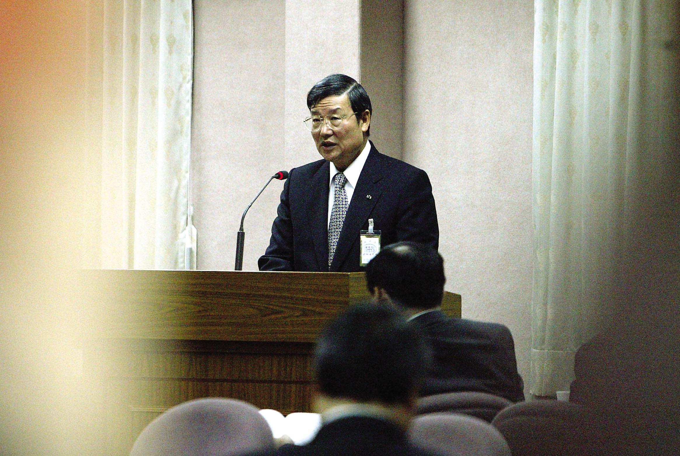 國安局長蔡朝明質疑,SARS有可能是中國研製的一種新型生物戰劑。