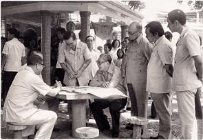 一九七○年—蔣經國經常巡視各地,接近民眾,推動基礎建設。