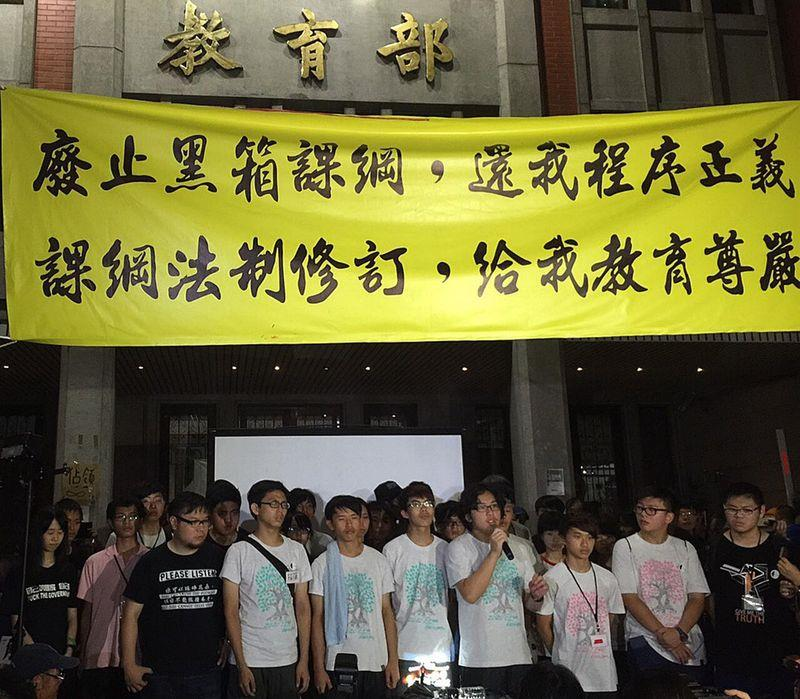 Students end protest ahead of typhoon