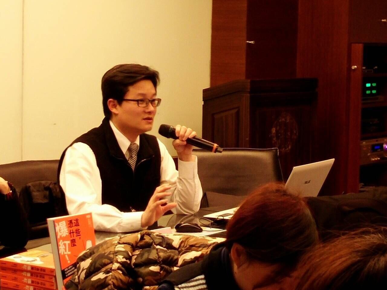 移民署公關科長徐健麟新書分析《這些,憑什麼爆紅!》