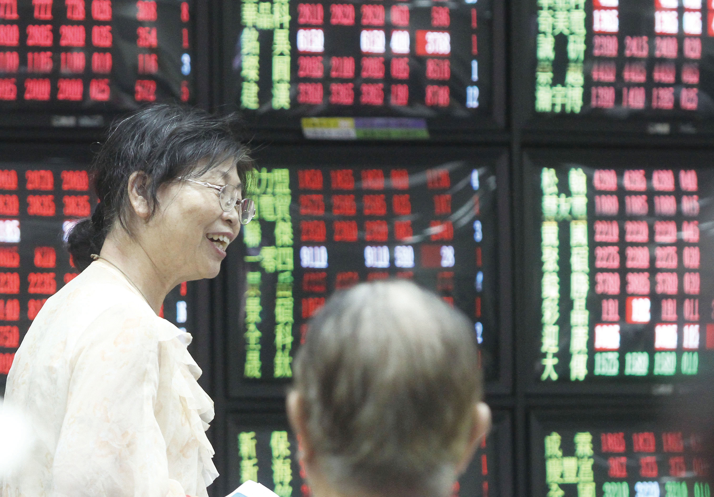 The Taiwan Stock Exchange's main index opened significantly higher Friday from its previous close, moving up 125.61 points at 7,585.92 on turnover of ...