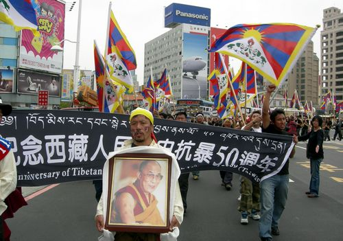 Dozens of Tibetans in Taiwan take to the street of Kaohsiung yesterday to mark the 50th anniversary of Tibetan uprising, which was crushed by overwhel...