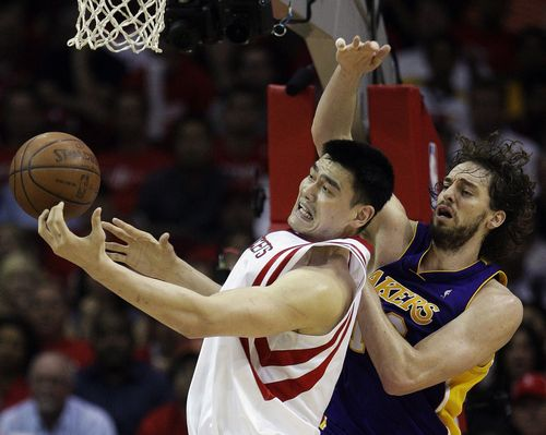 Houston Rockets center Yao Ming, left, of China, and Los Angeles Lakers forward Pau Gasol, right, of Spain, compete for a rebound during an NBA Wester...