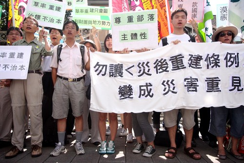 Members of 48 social groups protest in front of the Legislative Yuan against its decision to approve the Executive Yuan's draft to the disaster rebuil...