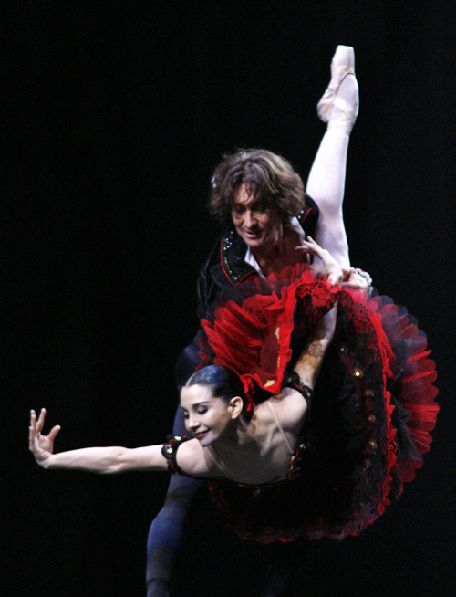"Argentine Julio Bocca dances ""Black Swan"" with Nina Ananiashvili during his farewell performance in an open-air stage in Buenos Aires on Saturday. Boc..."