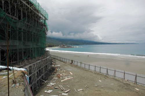 """""""Mei Li Wan Resort"""" is seen in Shanyuan, Taitung County yesterday. The construction of the resort has been criticized by environmental protection grou..."""