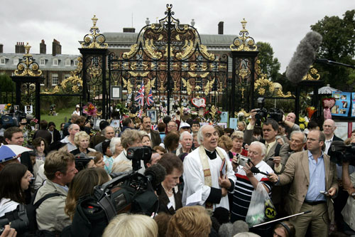 Father Frank Gelli, center, leads a ceremonial service outside Kensington Palace in London on the 10-year anniversary of the death of Princess Diana y...