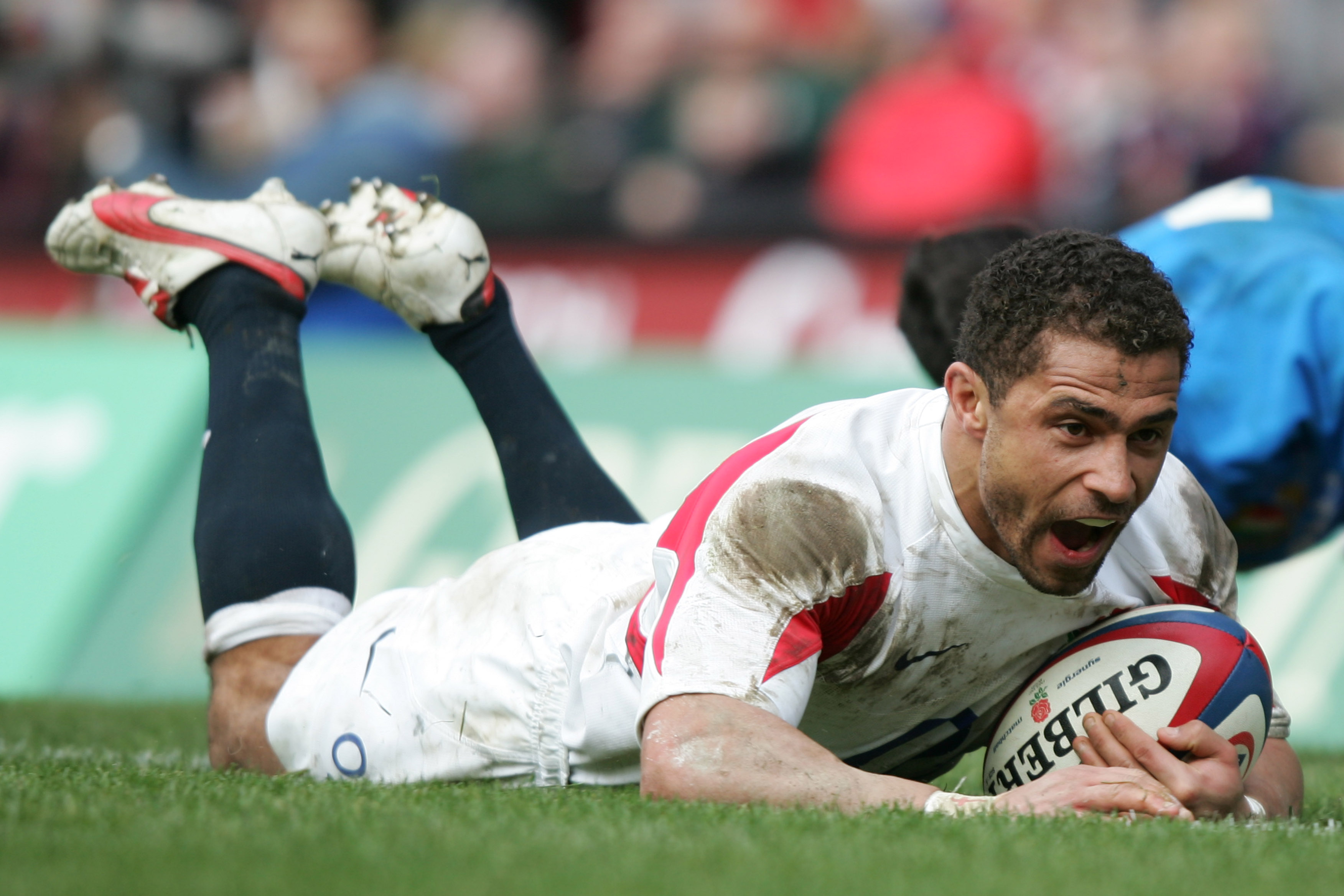 England's Jason Robinson scores a try against Italy during their 6 Nations rugby union match at the Twickenham stadium in west London, England in this...