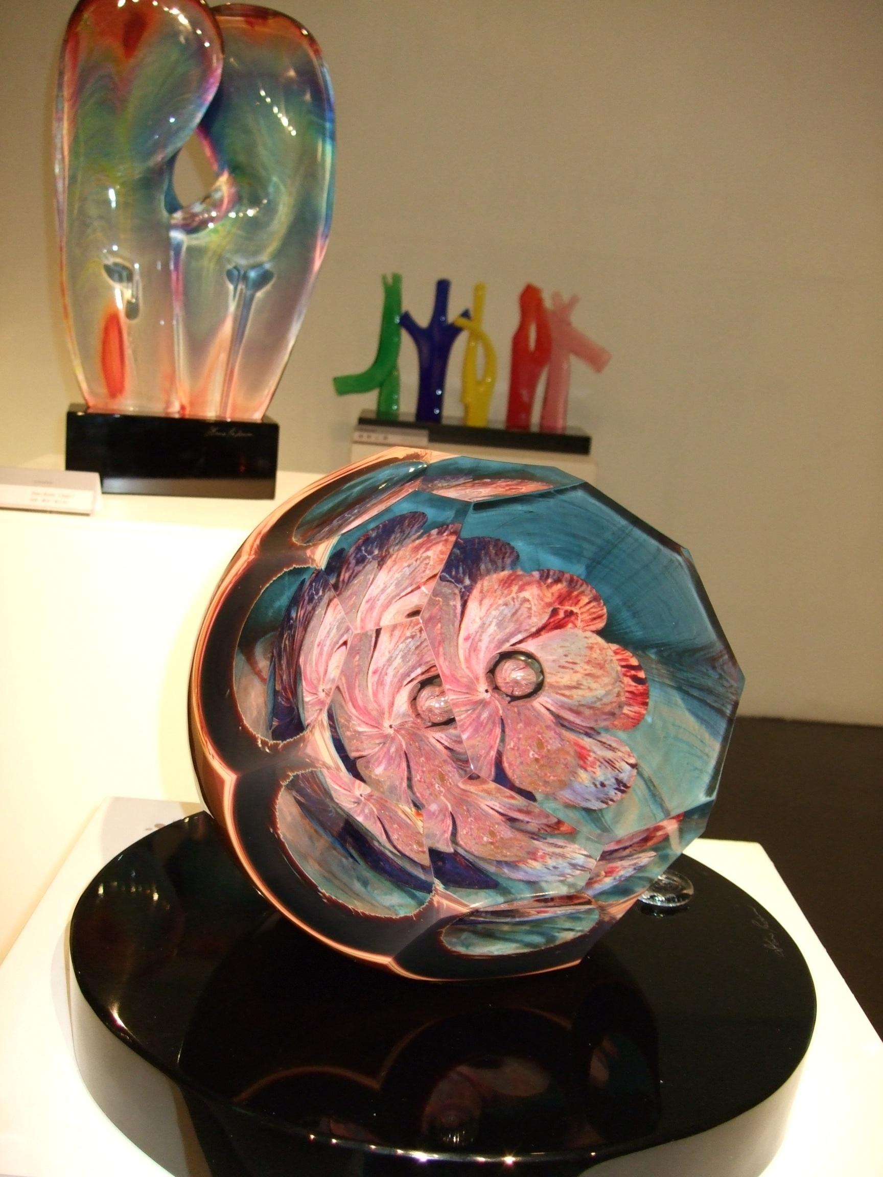 Glass art blooms in a Hsinchu gallery.