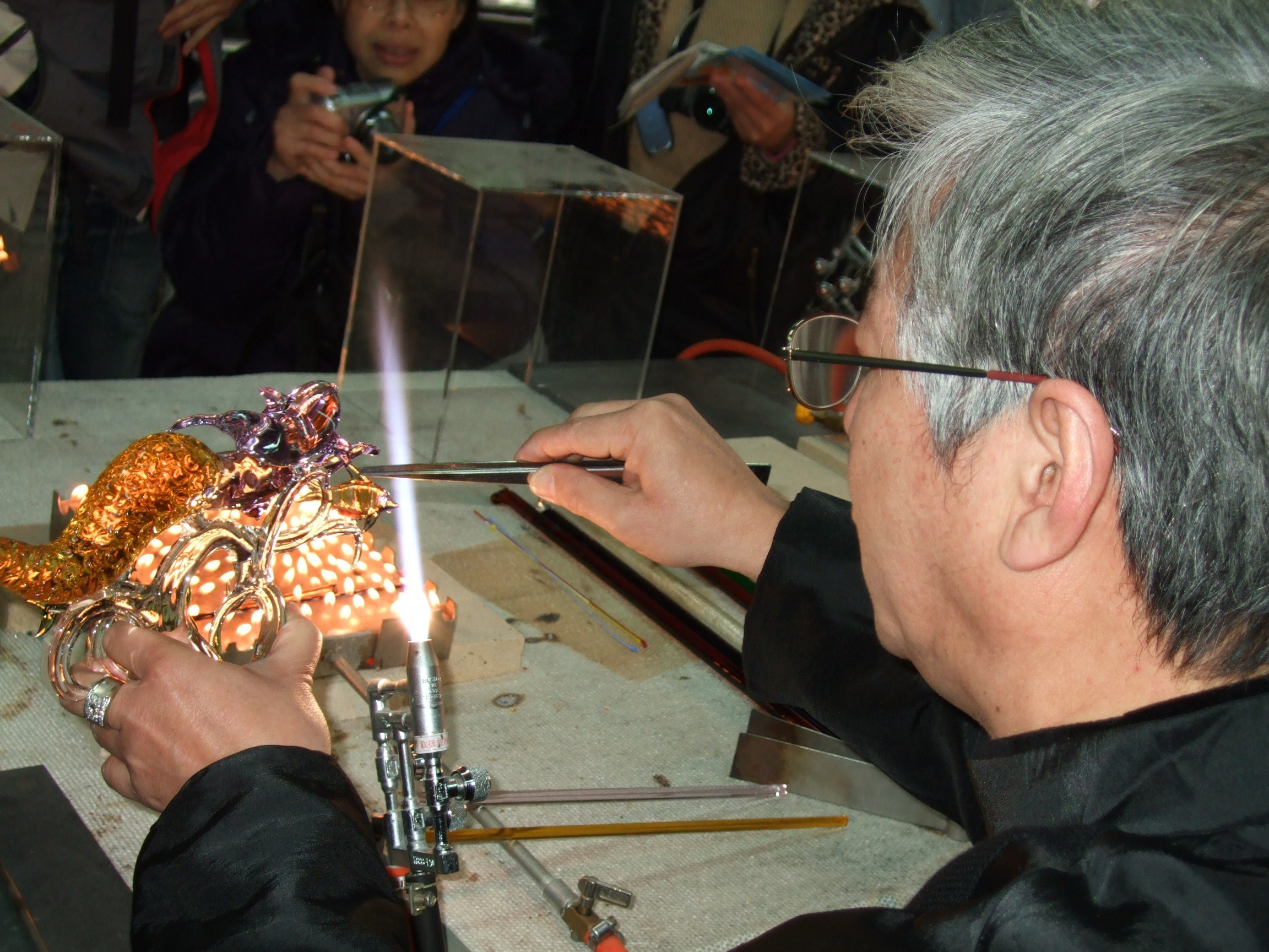 """Visitors at the Hsinchu City International Glass Art Festival can watch a craftsman at the Glass Studio work on a """"Little Mermaid"""" piece."""