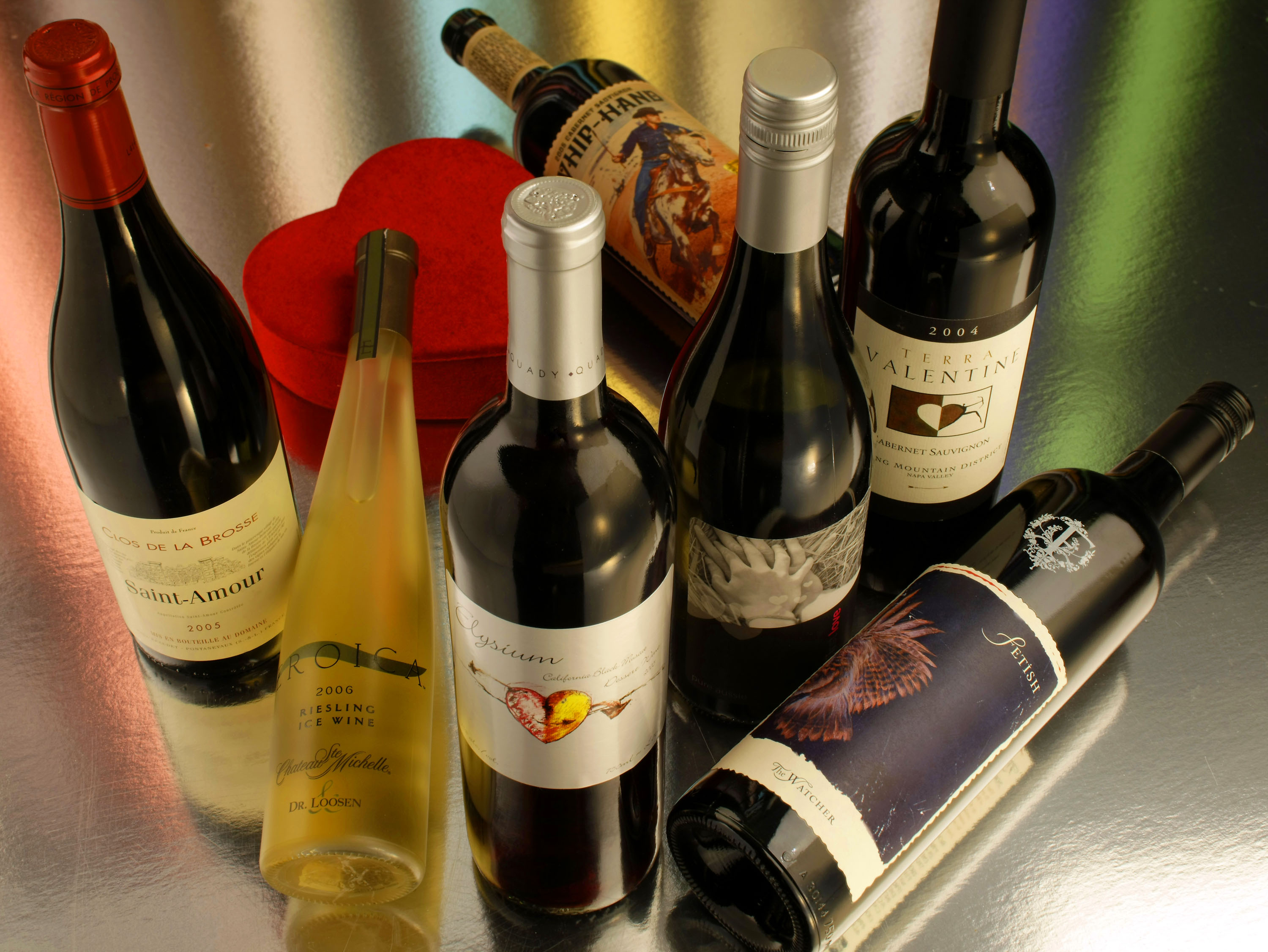 In this photograph, seven wines that can appeal to the heart are displayed.