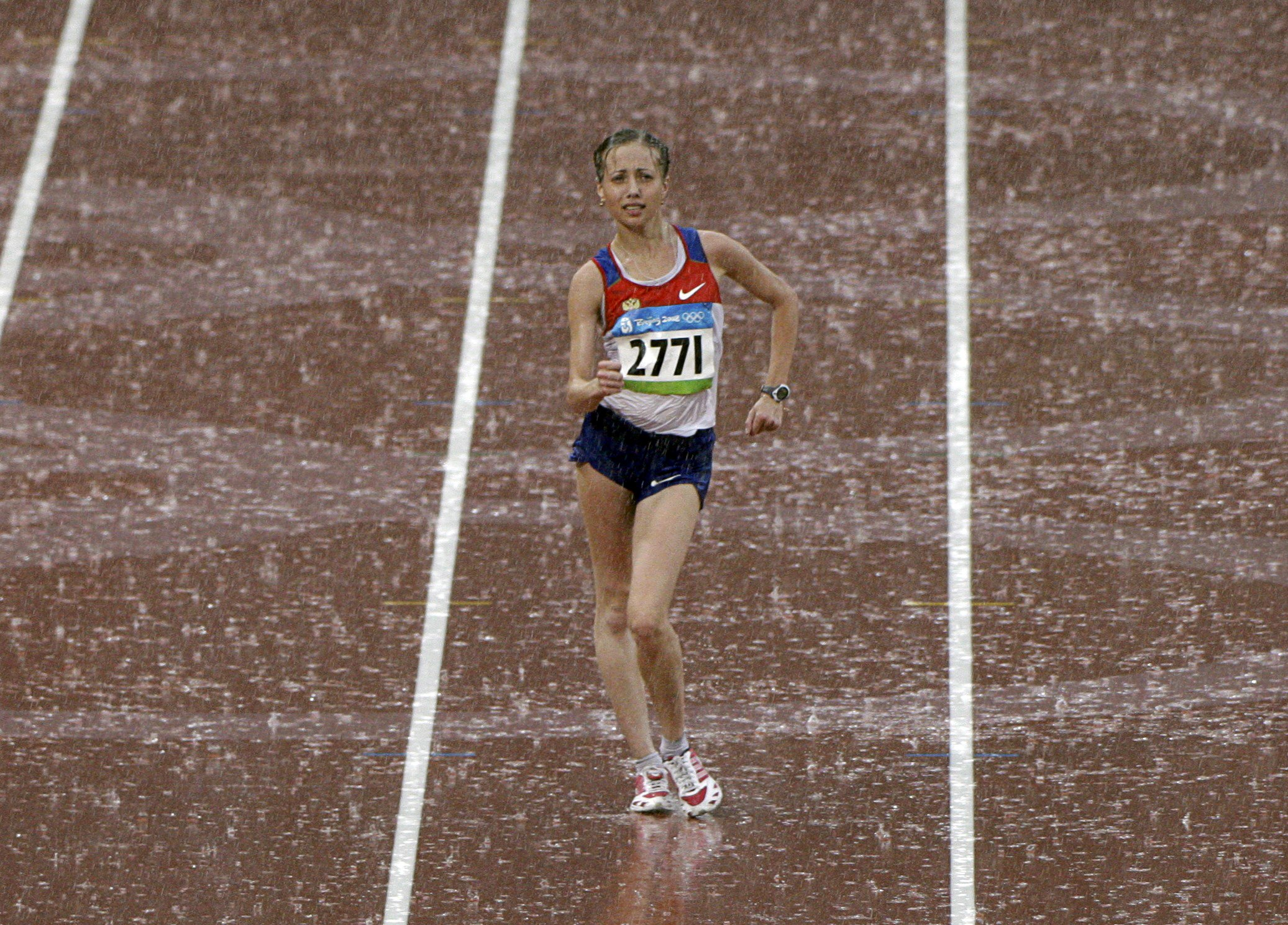 Olga Kaniskina of Russia competes in the women's 20km walk of the athletics competition in the National Stadium at the Beijing 2008 Olympic Games in C...