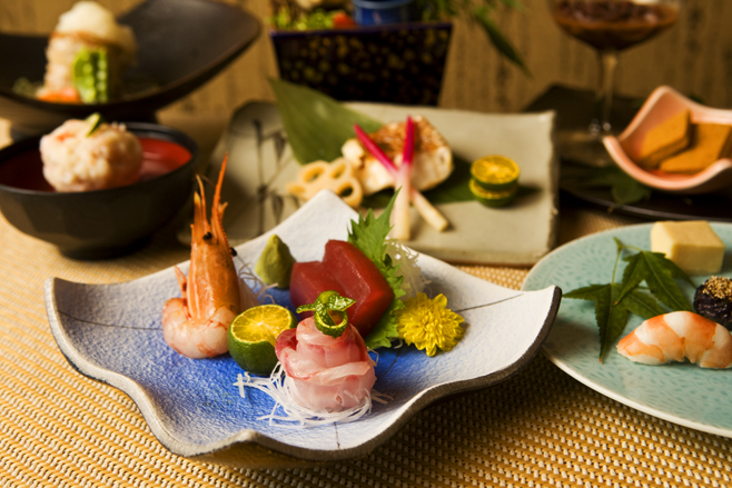 Hotel Royal Group launches tour and sake promotion