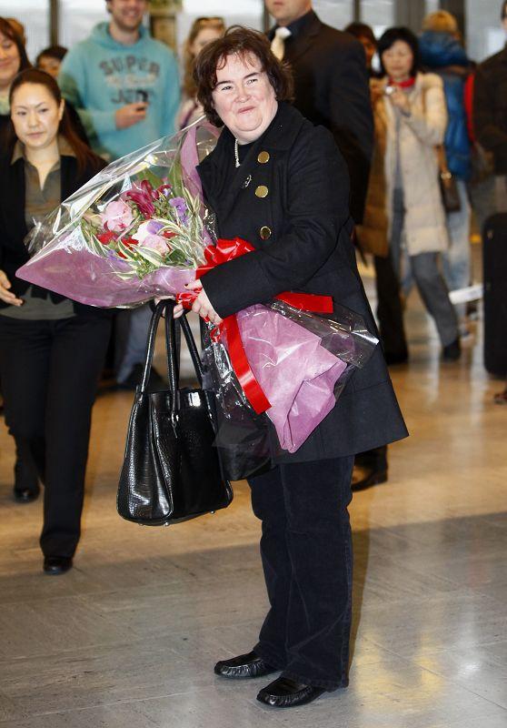 British singer Susan Boyle poses for photographers upon arriving at Narita International Airport in Narita, east of Tokyo, Japan yesterday.