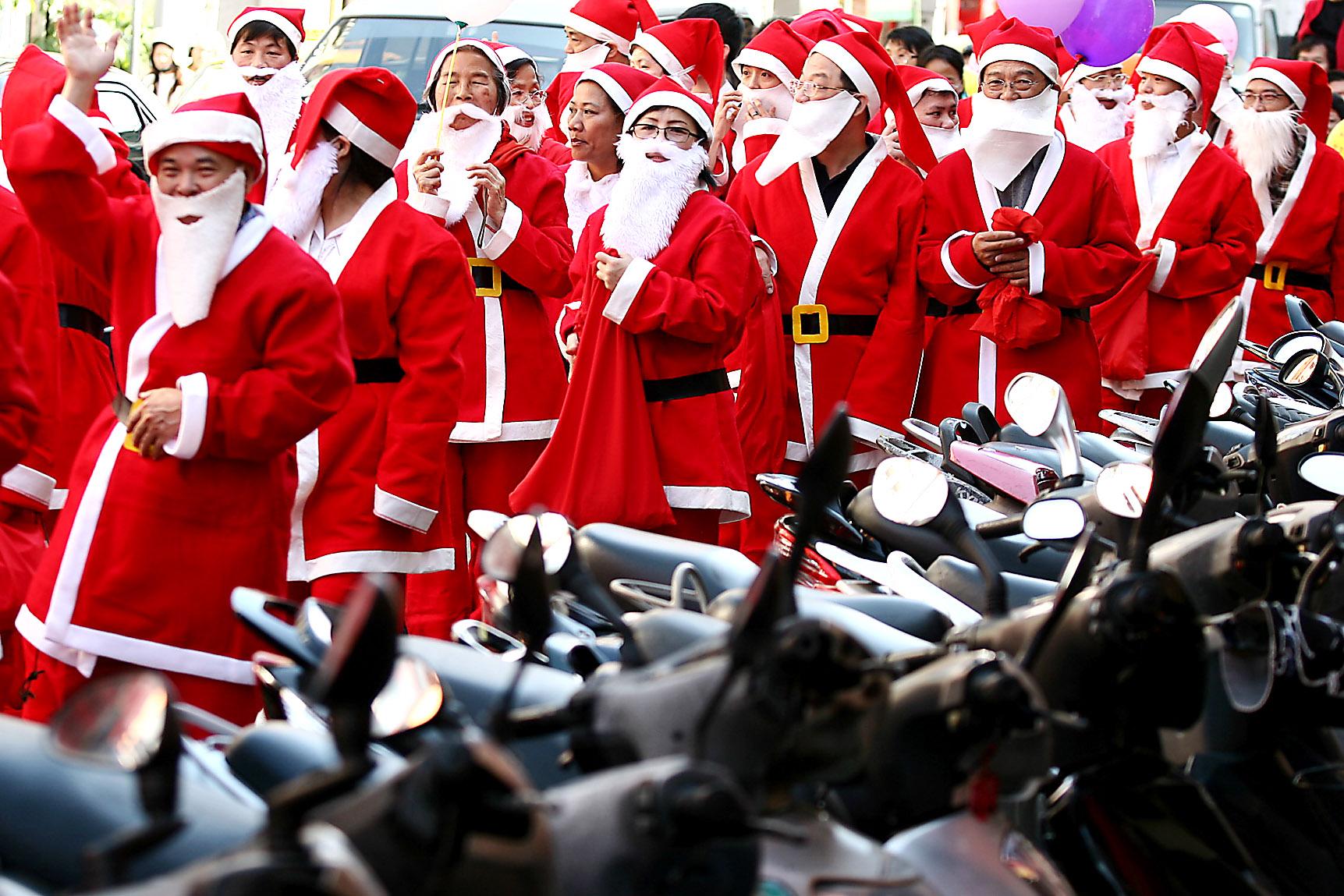 Church members who dress up as Santa Claus walk on a street in Taipei, December 24, 2006.