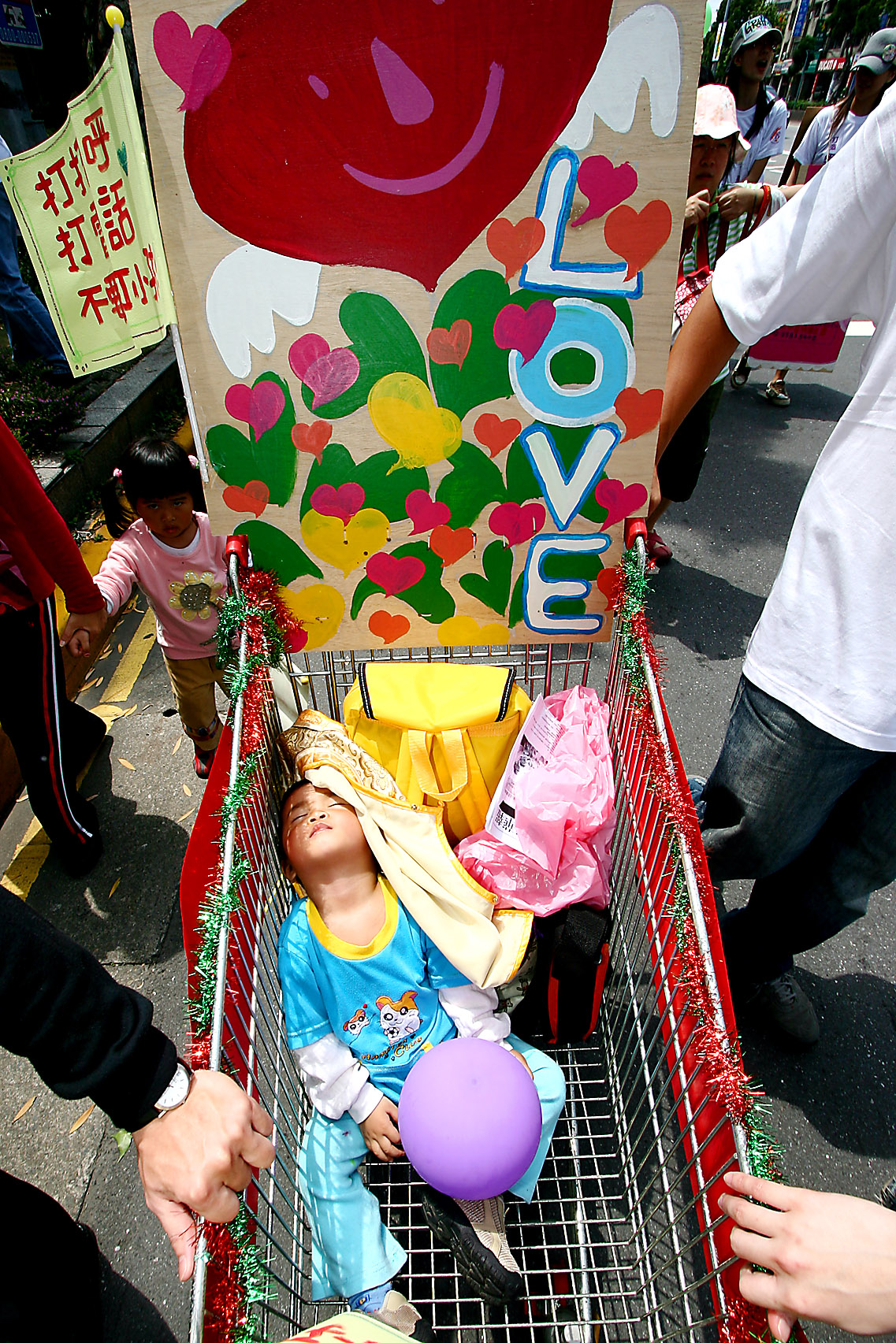 A kid is carried in a trolley at a rally held on April 29, 2007, to celebrate the International Spank-out Day, which is April 30, in Taipei.