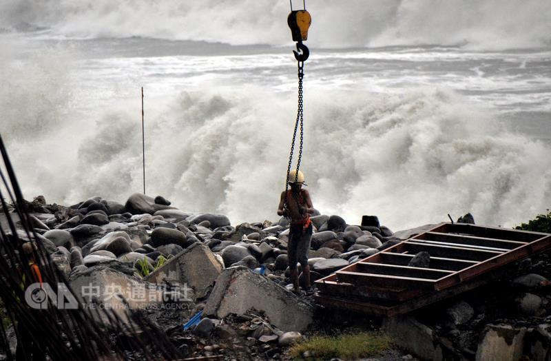 Southern Taiwan braces for Typhoon Meranti