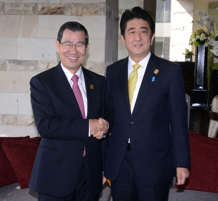 In a file photo dated 08 Oct. 2013, the former Vice President Vincent Siew (left) shook hands with Japan's Prime Minister Shinzo Abe at APEC summit in...