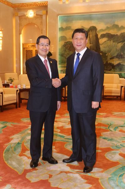 Former Vice President Vincent Siew on Sunday urged China to work with Taiwan in elevating their economic relations to a new level.  During a meeting