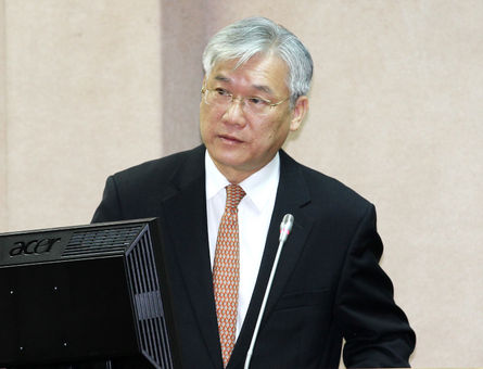 Andrew Hsia tipped for MAC
