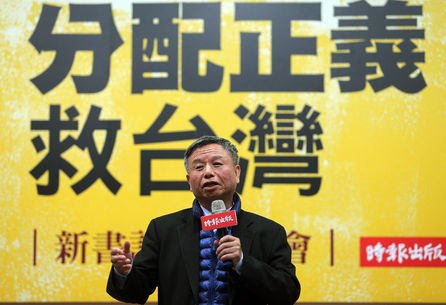 Yang Chih-liang resigns post, may stay on as adviser