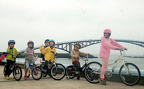 An op-ed piece in a Singapore newspaper on Monday said the city state could learn from Taiwan and other Asian countries or cities to build a cycling i...