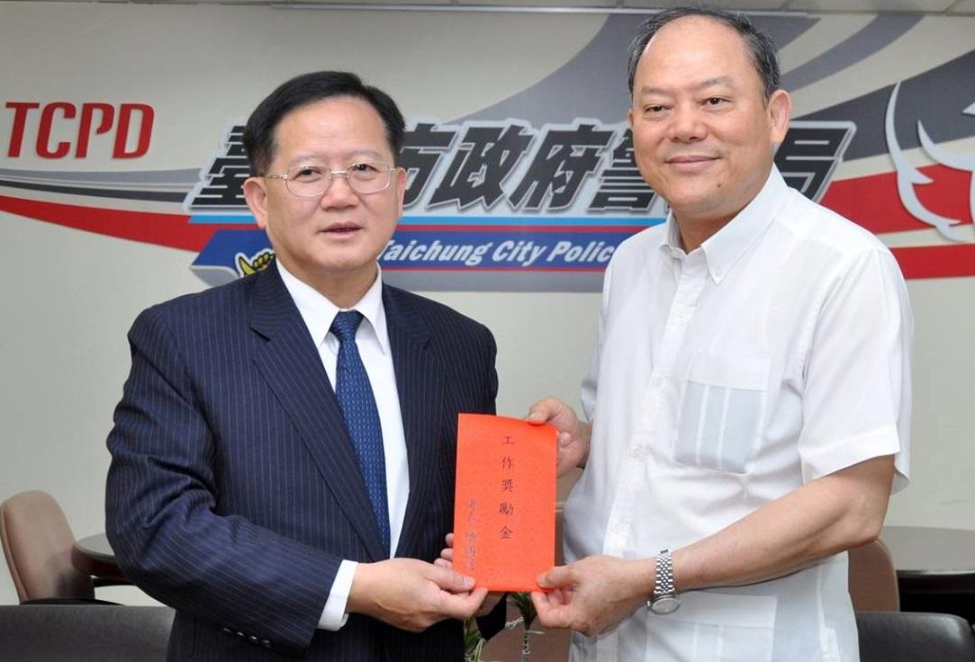 警政署長陳國恩(左)訪台中市政府警察局。