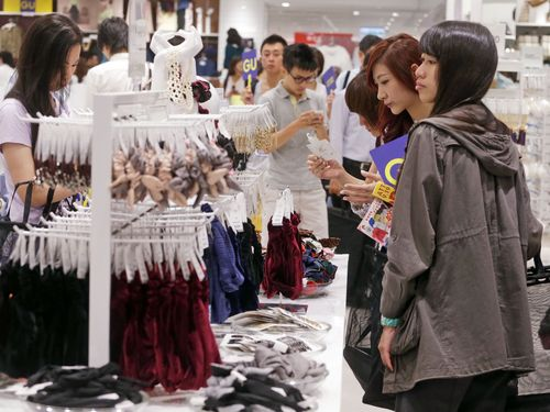 Taiwan's economy continued on a path of moderate growth in March, although risks increased, with a set of indicators used to monitor the country's bus...