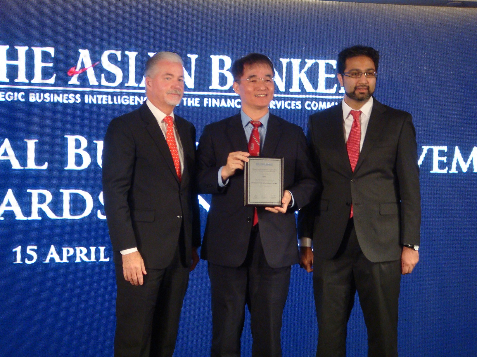 Dr. Len-Yu Liu, the chairman of TAIFEX, and his colleagues were present at an award ceremony staged in conjunction with the Asian Banker Summit 2015 h...