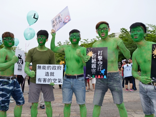 Protesters march against air pollution