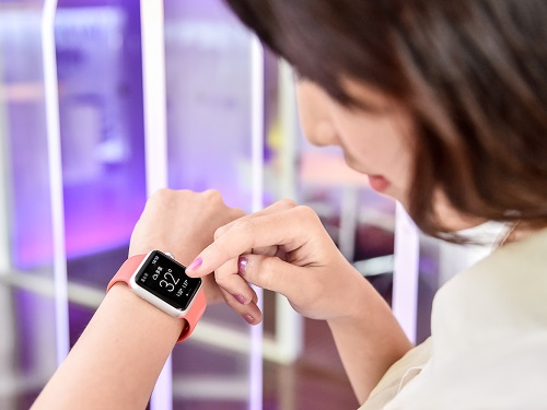 Just days before Apple Inc.'s smartwatch is scheduled to go on sale in Taiwan, a local tech news website has reported that the device will be availabl...