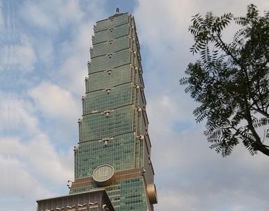 China tourist hits Taipei 101 with drone