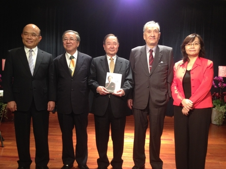 Former advisor Wu Li-pei launches a memoir