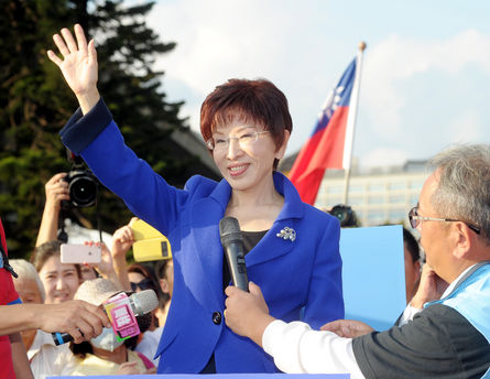 Former Kuomintang presidential candidate Hung Hsiu-chu waives as she thanks her supporters outside the KMT congress after the KMT revoked Hung's candi...
