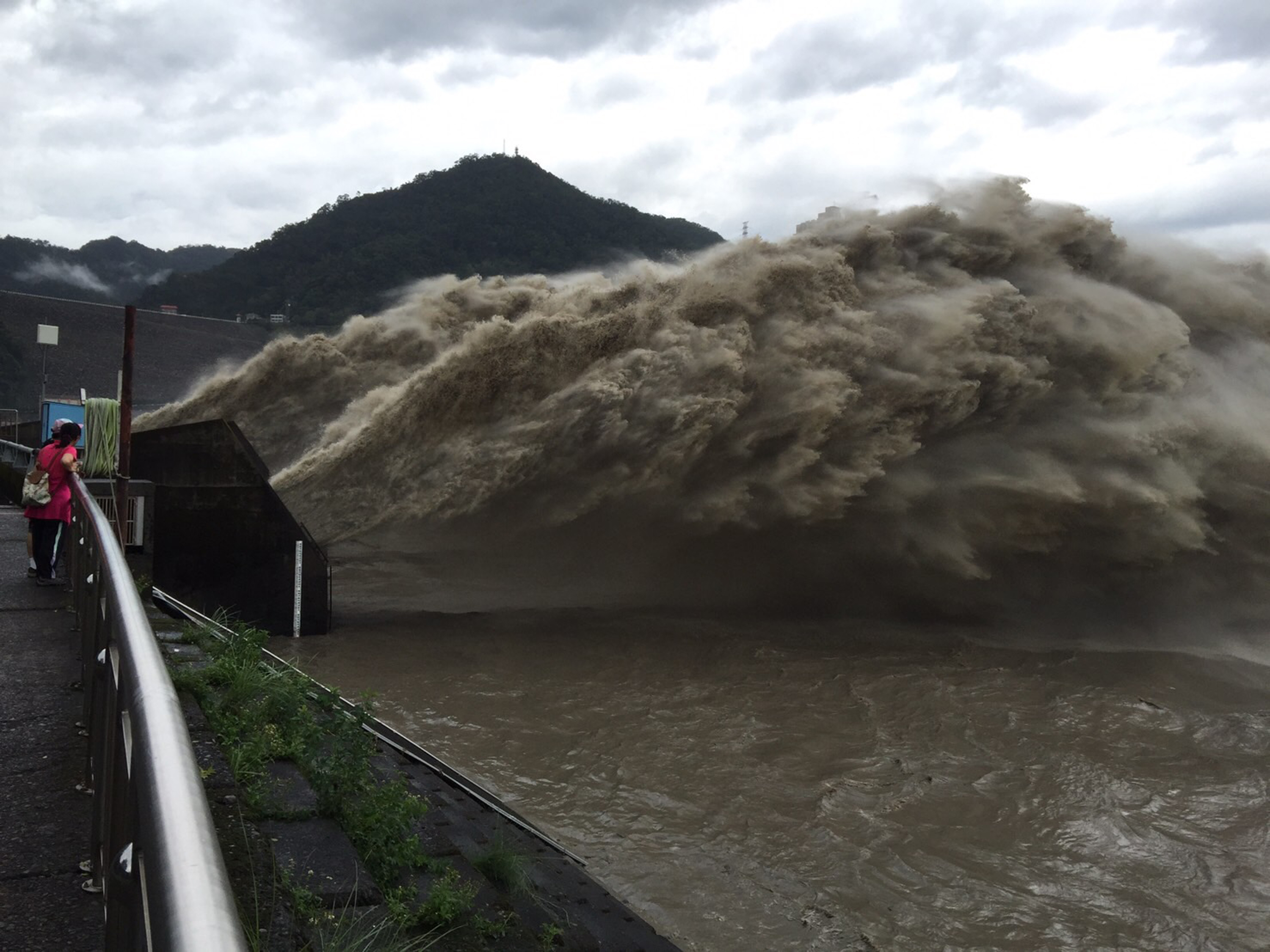 The photo shows a flood discharge from Shihmen Reservoir in Taoyuan after Typhoon Megi.