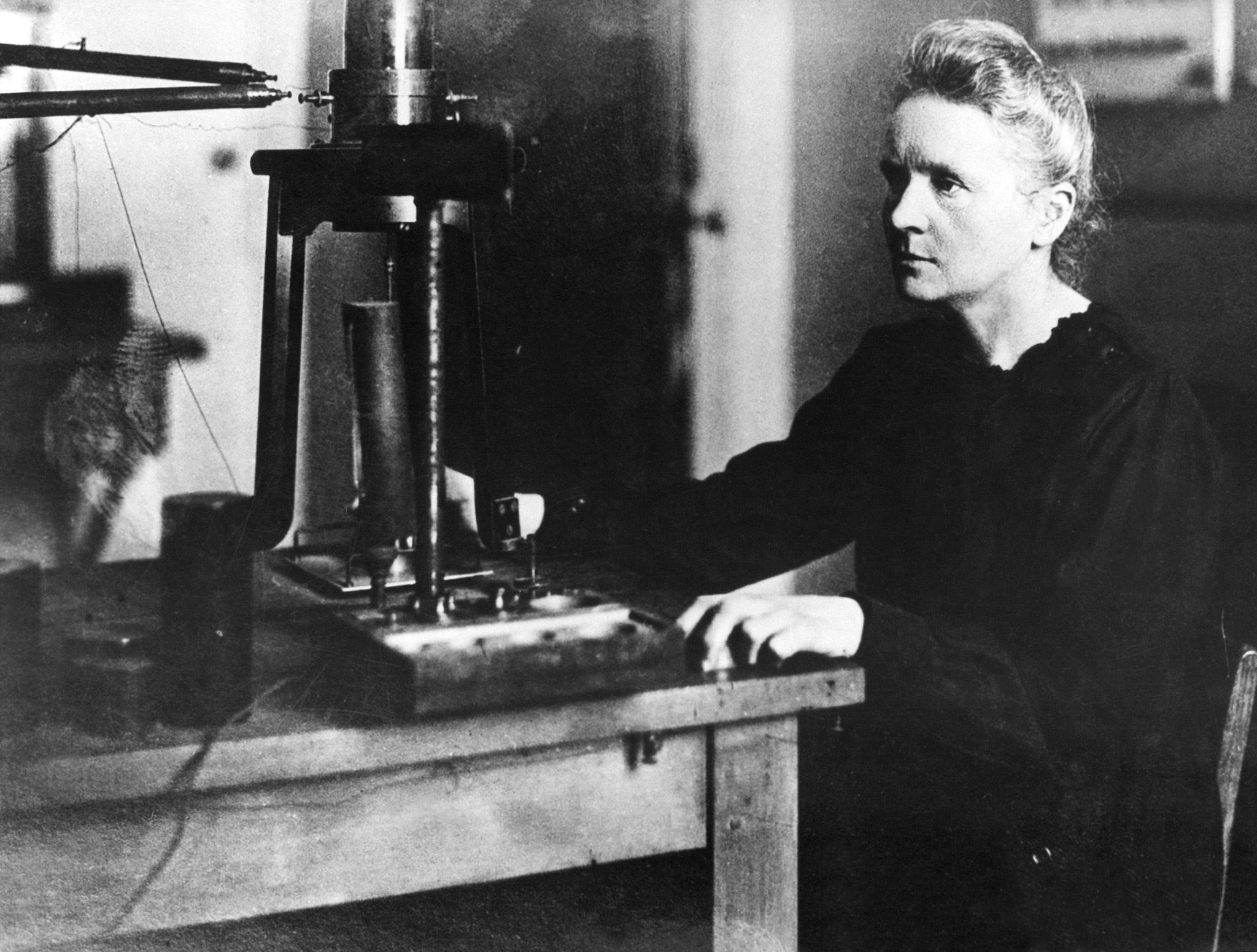 1911年,居禮夫人獲得諾貝爾化學獎,居禮夫人也是第一位獲得諾貝爾獎的女性。