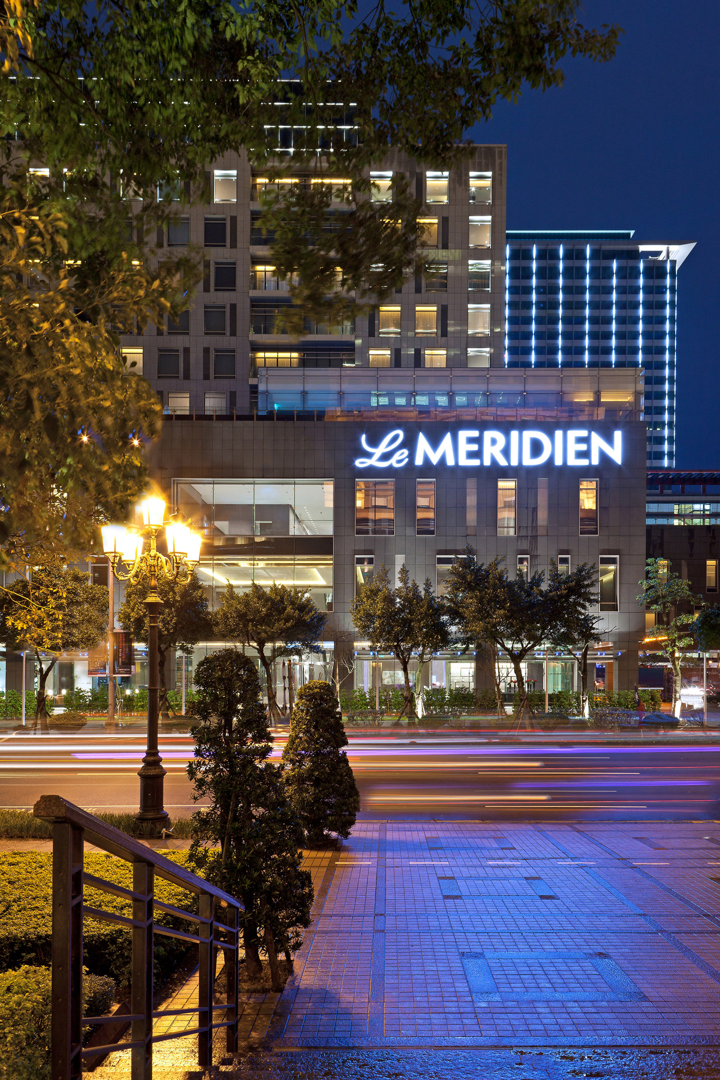 BRIGHTER FUTURE FOR PLANET IS THE GOAL AS LE MERIDIEN TAIPEI HOTEL GOES DARK FOR EARTH HOUR 2011
