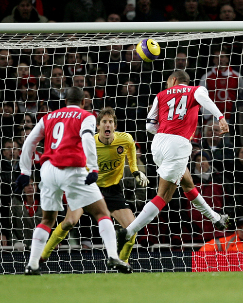 Arsenal's Thierry Henry scores the winning goal in the Gunners' match against Manchester united in London on Sunday.