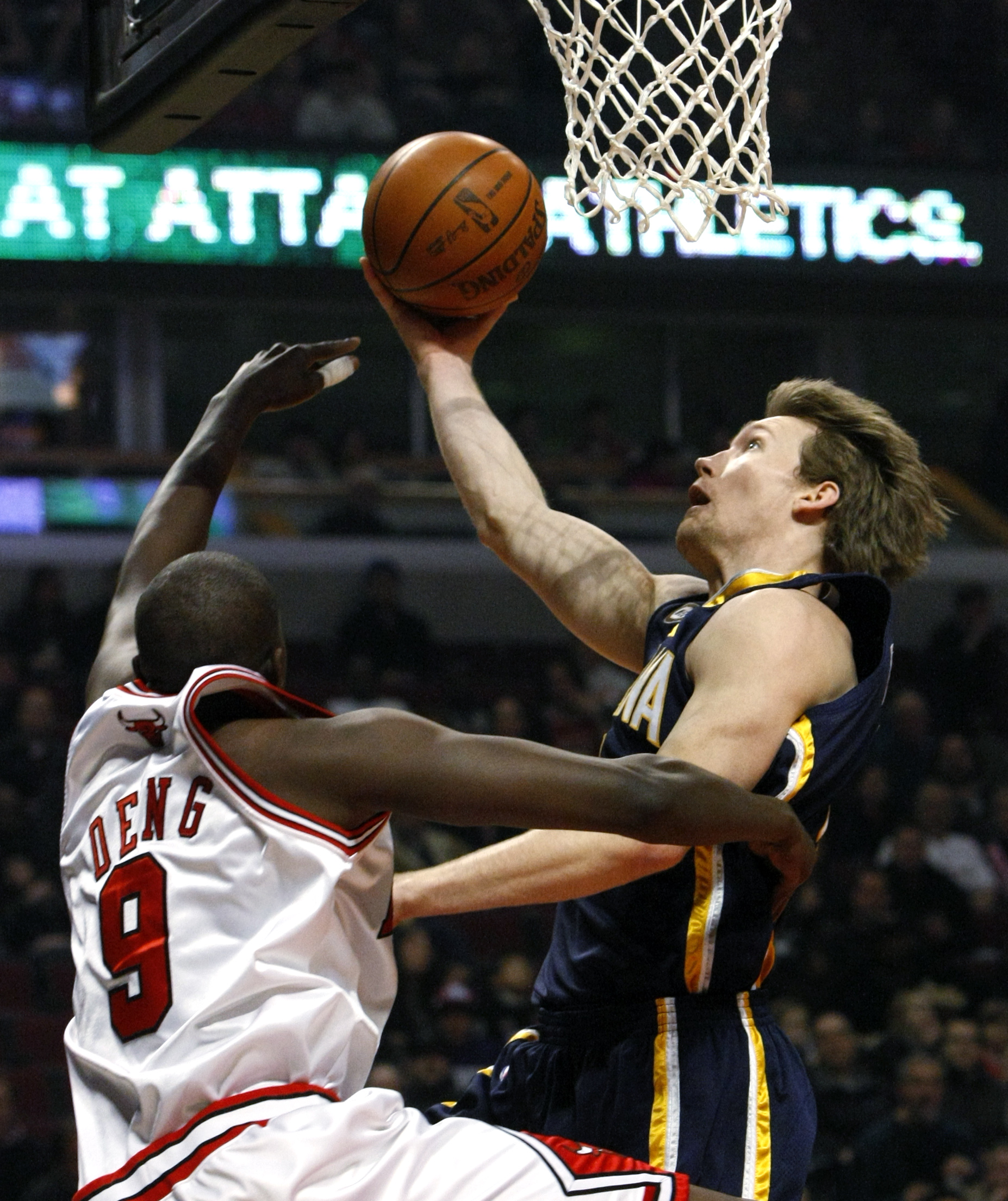 Indiana Pacers forward Mike Dunleavy shoots past the outstretched hand of Chicago Bulls forward Luol Deng during the first half of their NBA basketbal...