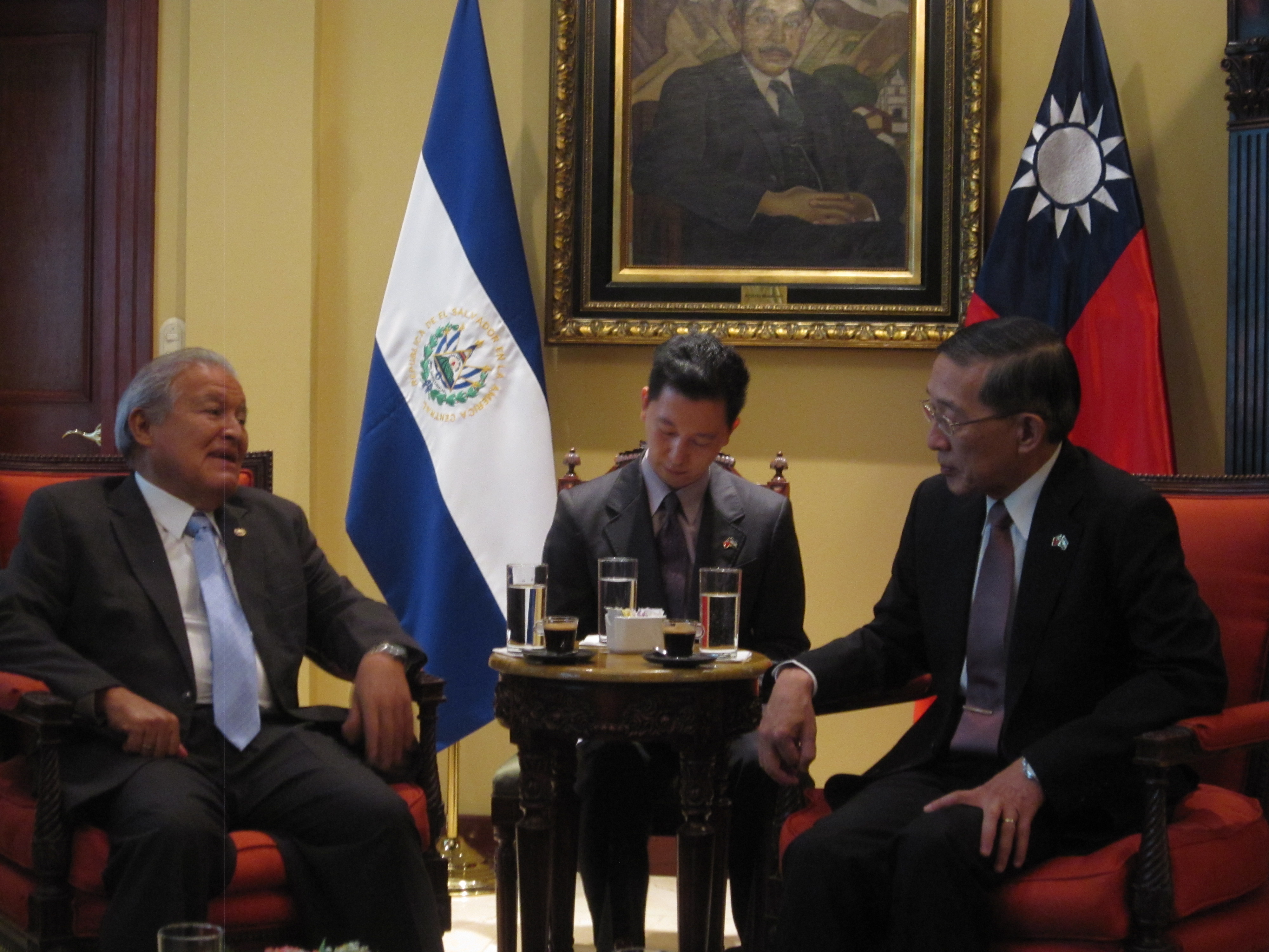 Lin has set off for the visit to Central America on 13th, and will visit Guatemala first before going to El Salvador to attend the SICA meeting. (imag...