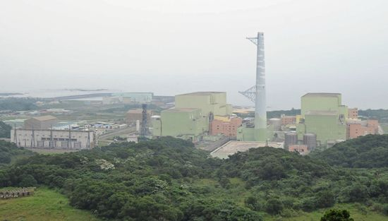 Chung-Hwa Nuclear Society said that the presidential candidates should  include nuclear power into energy development plans, since giving up nuclear p...